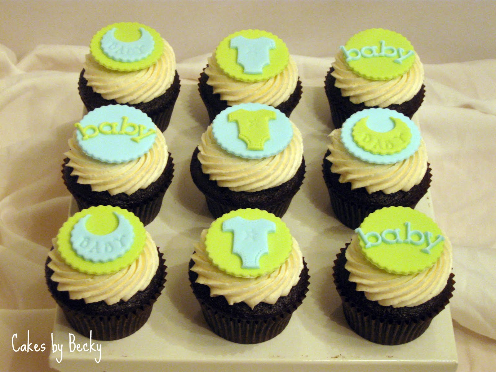 green blue baby shower cupcakes