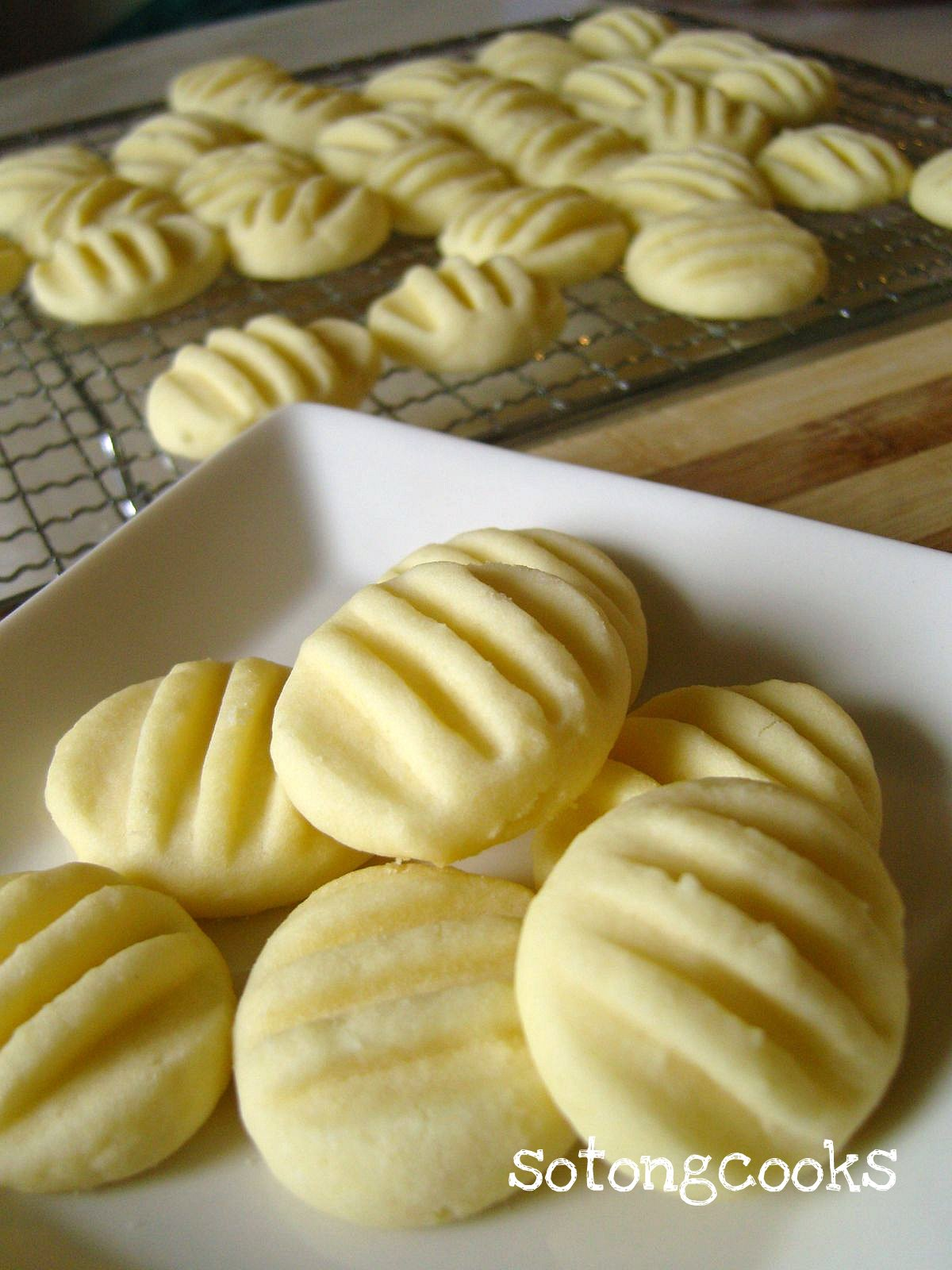 how to keep potatoes from sticking to pan when baking