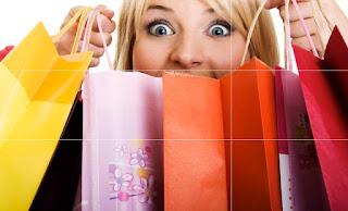 shopping compras rebajas sale mujer llevando muchas bolsas y muy feliz