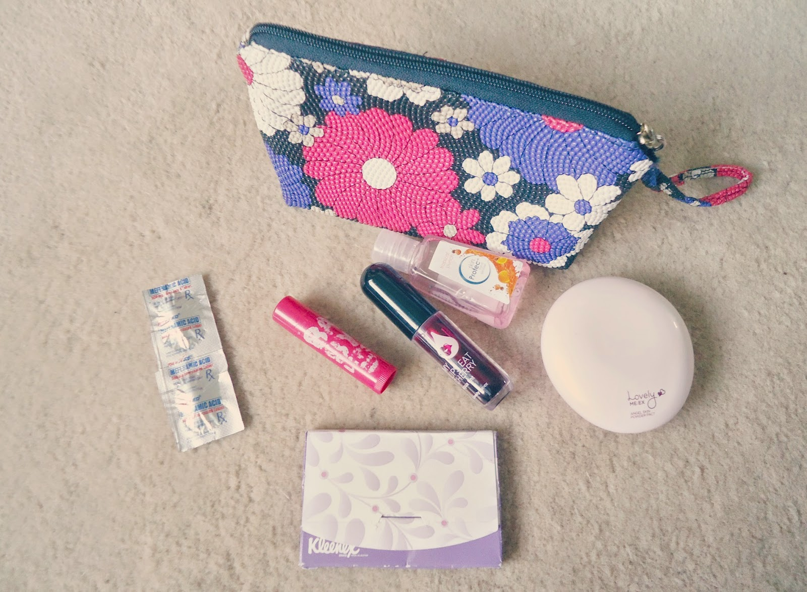 Emergency bag, Make up bag, Liptint, Cheektint, Powder, Sanitizer, beauty, blogger, maybelline babylips, the face shop, Kleenex oil blotting film,