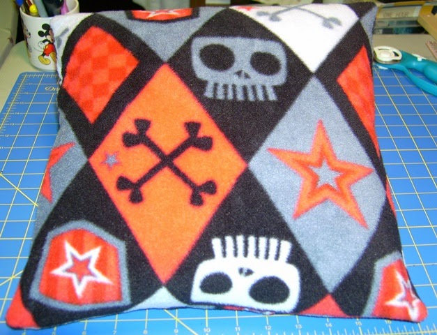Domino pillow front