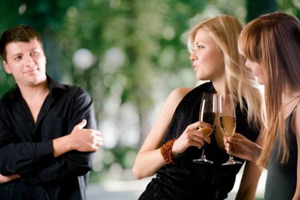 flertar flerte flertando homem mulher amiga