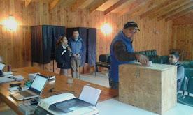 Más de 400 vecinos votaron para definir administración del cementerio de Coñaripe