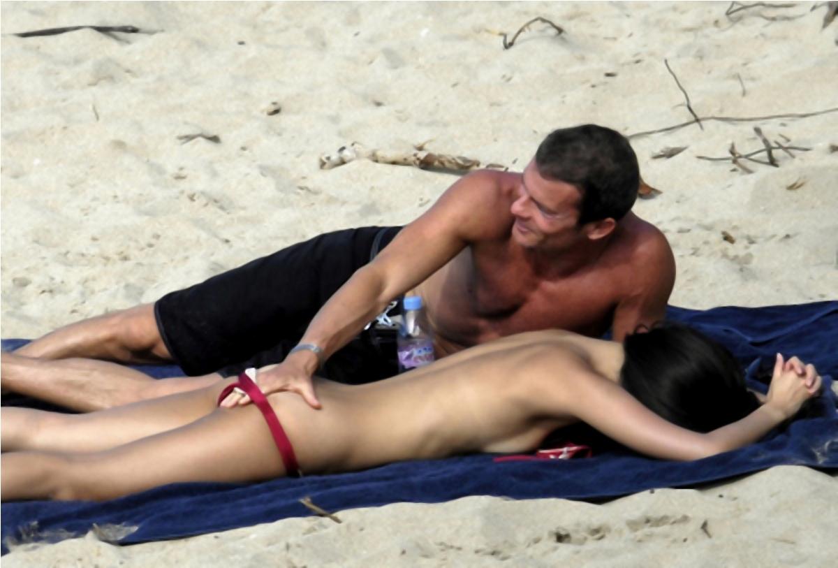 http://2.bp.blogspot.com/-RDpo5rMv-rM/TohUukpuLgI/AAAAAAAACjA/bF61pNQ2eOo/s1600/zhang-ziyi-topless-bikini-09.jpg
