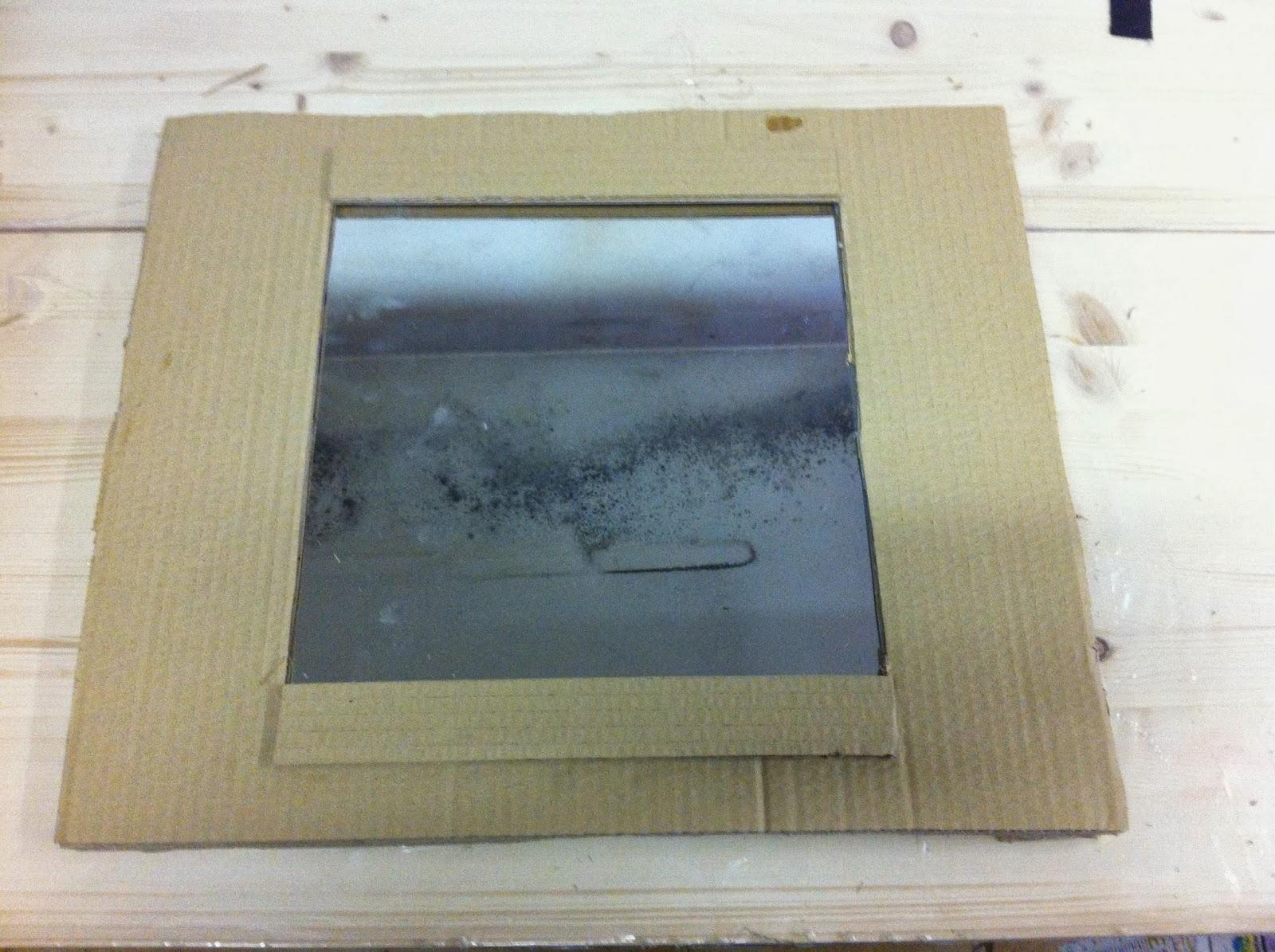 Espejo con marco de cart n nisroma for Pintar marco espejo