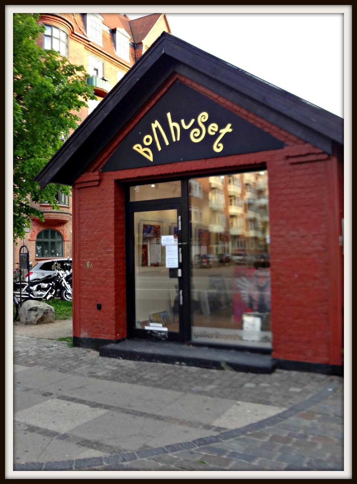 http://2.bp.blogspot.com/-RDqn82PjQDQ/T8CsgaagbpI/AAAAAAAAA9c/GHUwcJ4yOuA/s1600/bomhuset.jpg