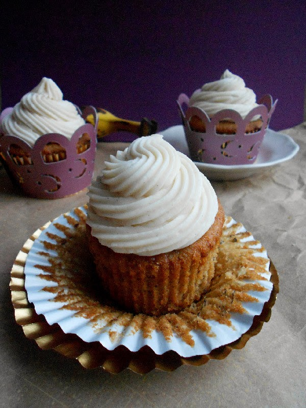 banana-cupcakes-with-cream-cheese-frosting1.jpg