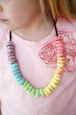 http://eighteen25.blogspot.com/2013/02/st-patricks-day-craft-snack-necklaces.html