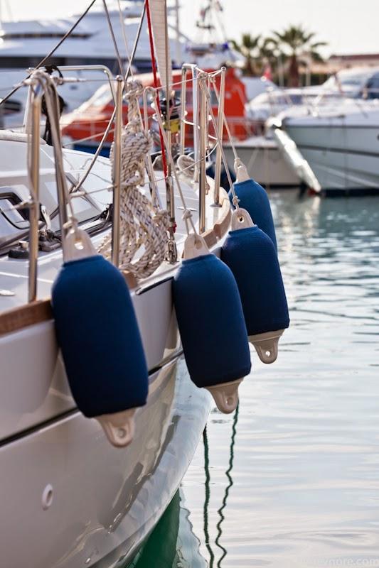 Борт яхты. Yacht side