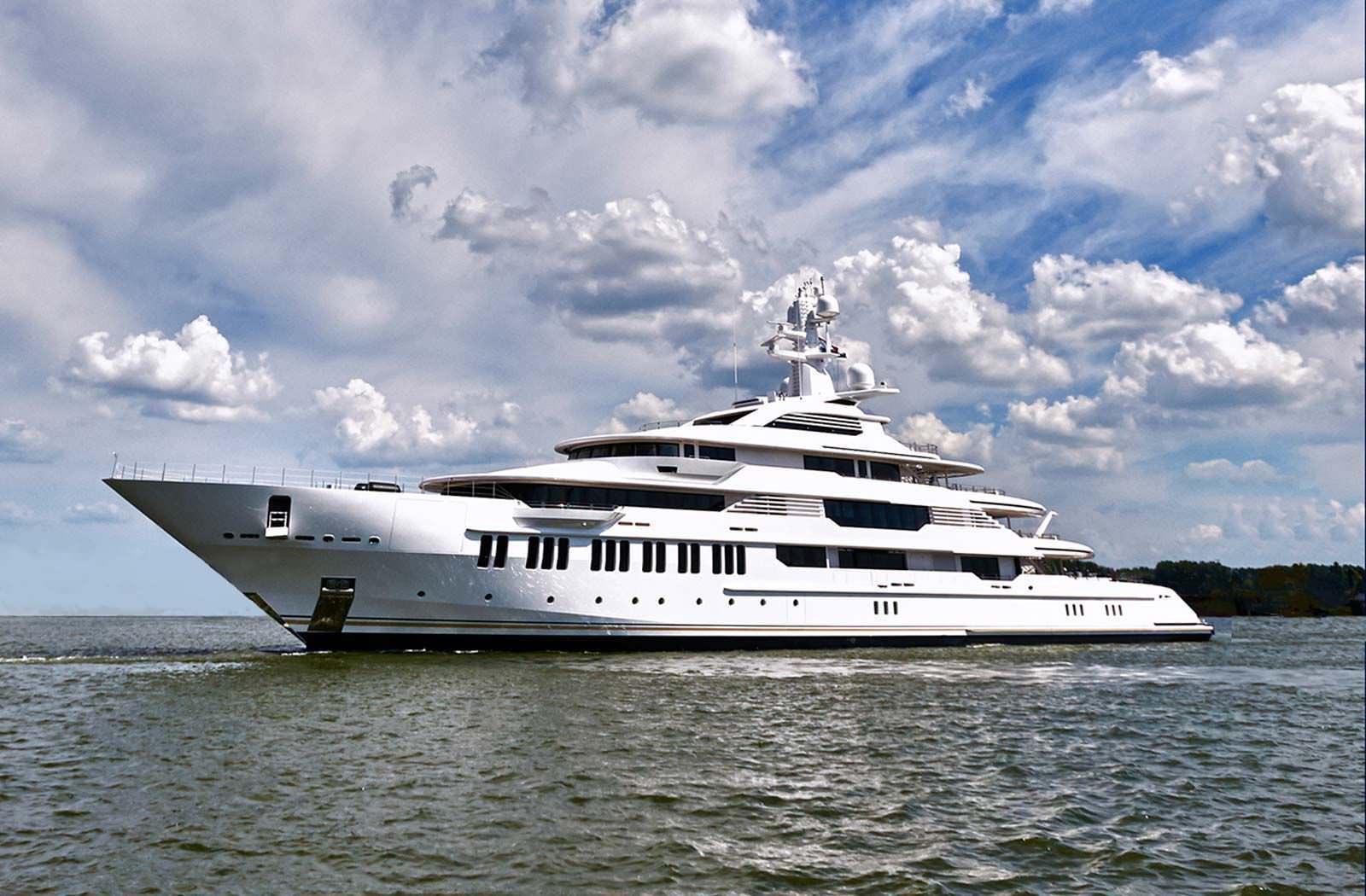 Superyacht INFINITY
