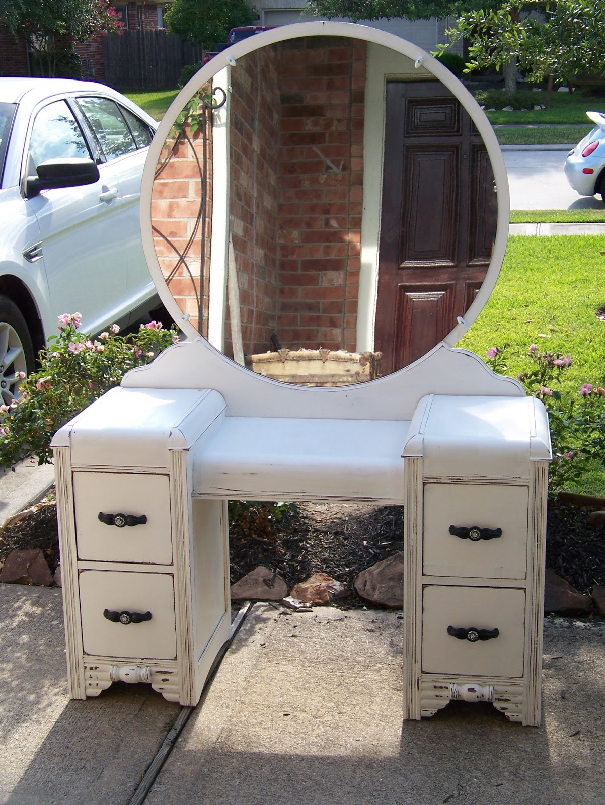 Here are few more of the projects I finished this week. - My Happy Place. Antique  Painted Vanity ... - Antique Painted Vanity Antique Furniture