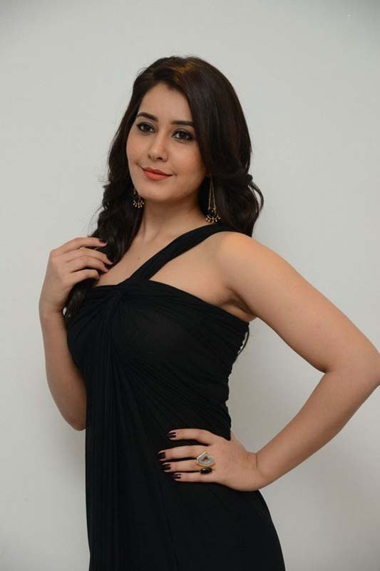 Hot raashi Khanna in Black, Raashi Khanna in Bengal tiger, Hot and sensual Raashi Khanna, Next top heroine Raashi Khanna,