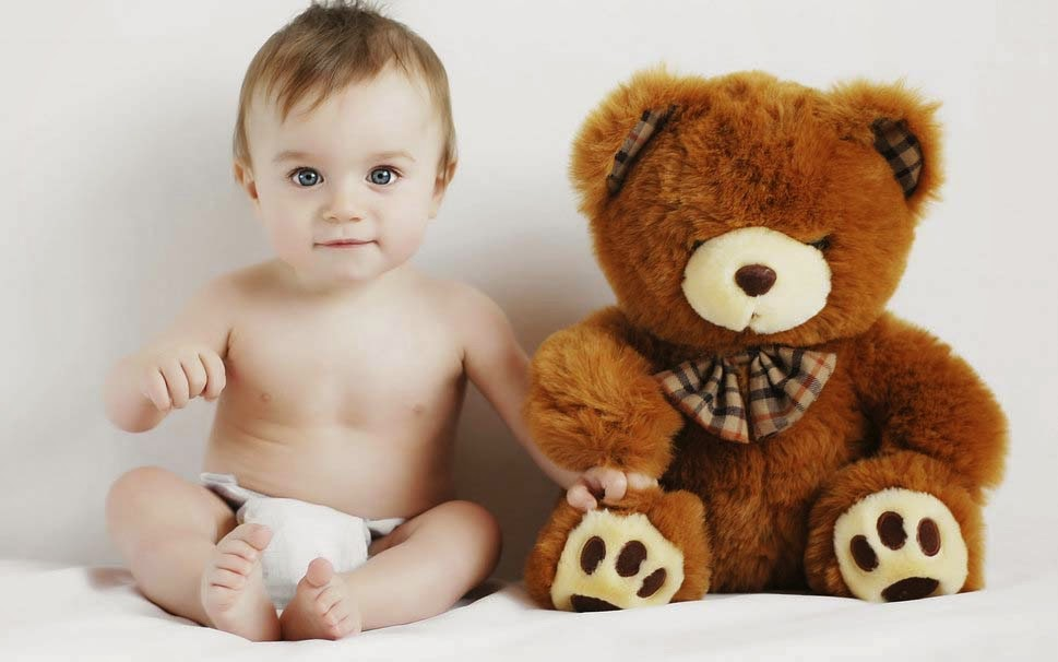 baby-with-teady-bear