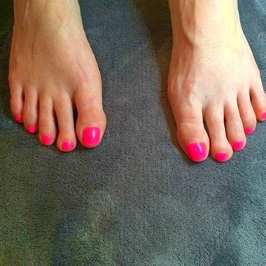 Acrylic sculpted big toes + LED polish pedicure