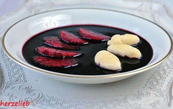 Liebe hat an der Nordsee einen Namen: der Teller Fliederbeersuppe mit Grießklößchen