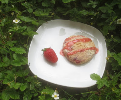 Strawberry Cream Scones (Erdbeer-Rahm-Scones)