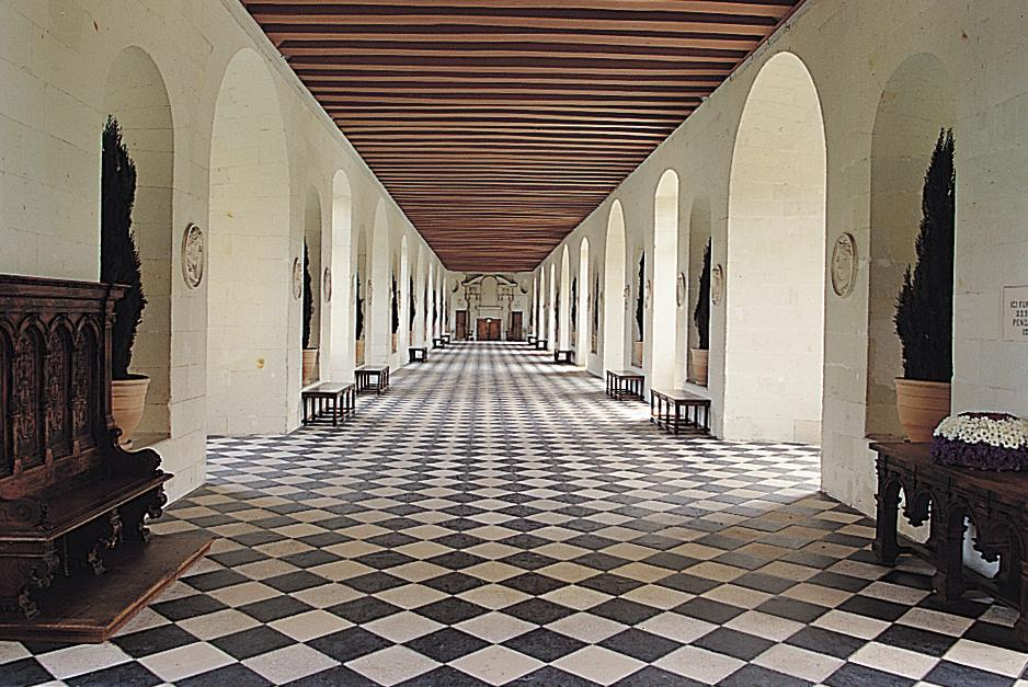 The sassy countess historic estates and grand lifestyles for Chateau chenonceau interieur