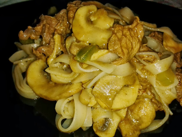 noodles di riso con manzo