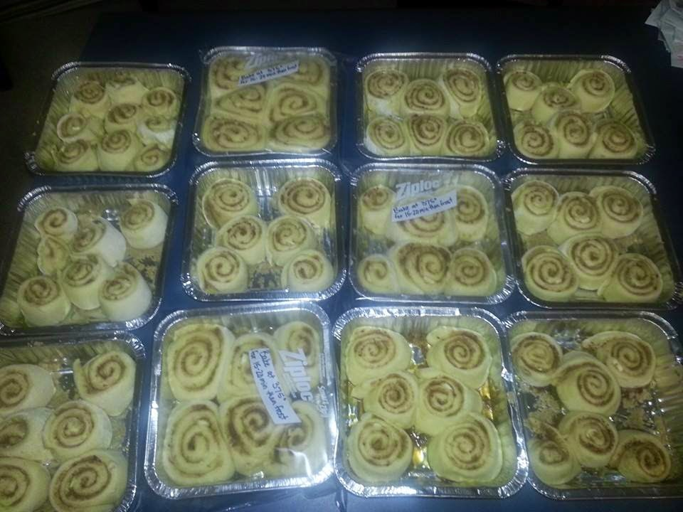 Cinnamon rolls as christmas gifts