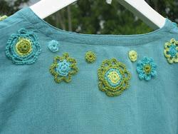 Pynta dina kläder med virkade blommor