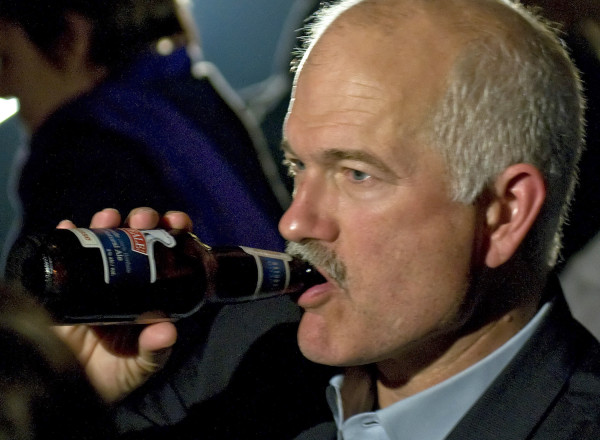 Jack_Layton_drin_427321artw.jpg