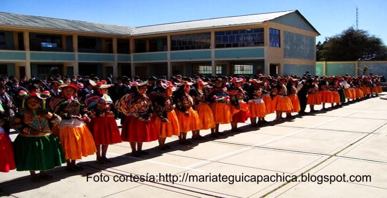 Alumnas del Colegio José C. Mariategui del distrito de CAPACHICA