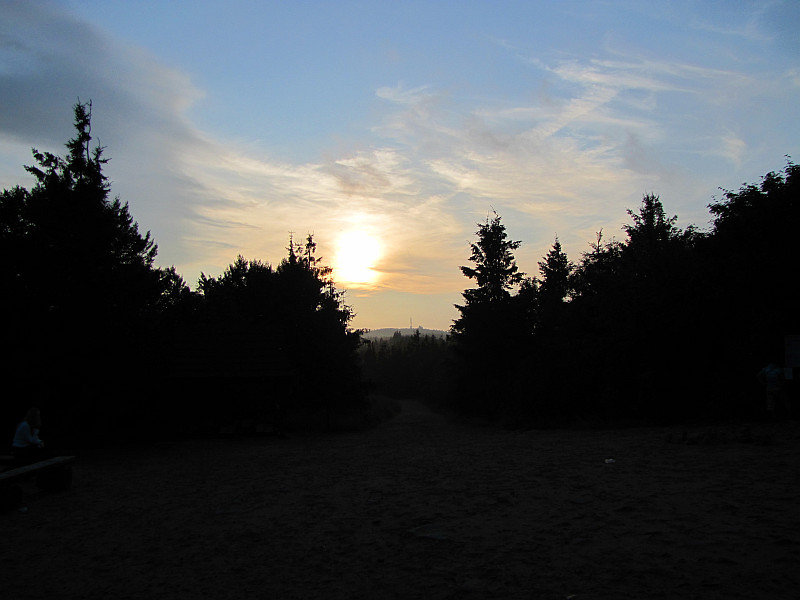 Zachód słońca. W głębi widać szczyt Radhošťa.