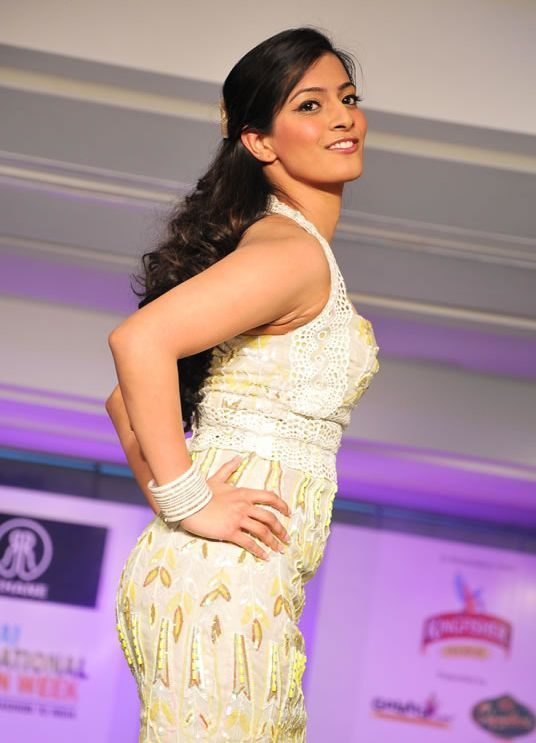 Photos Varalakshmi Sarathkumar Latest StillsPics wallpapers