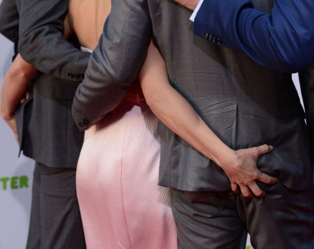 Kristen Bell toca el trasero al actor Jason Dohring