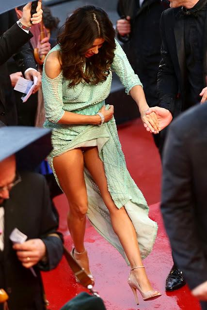 Eva Longoria muestra algo mas que sus piernas