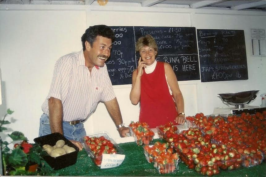A picture of Fernly and Maralyn selling strawberries