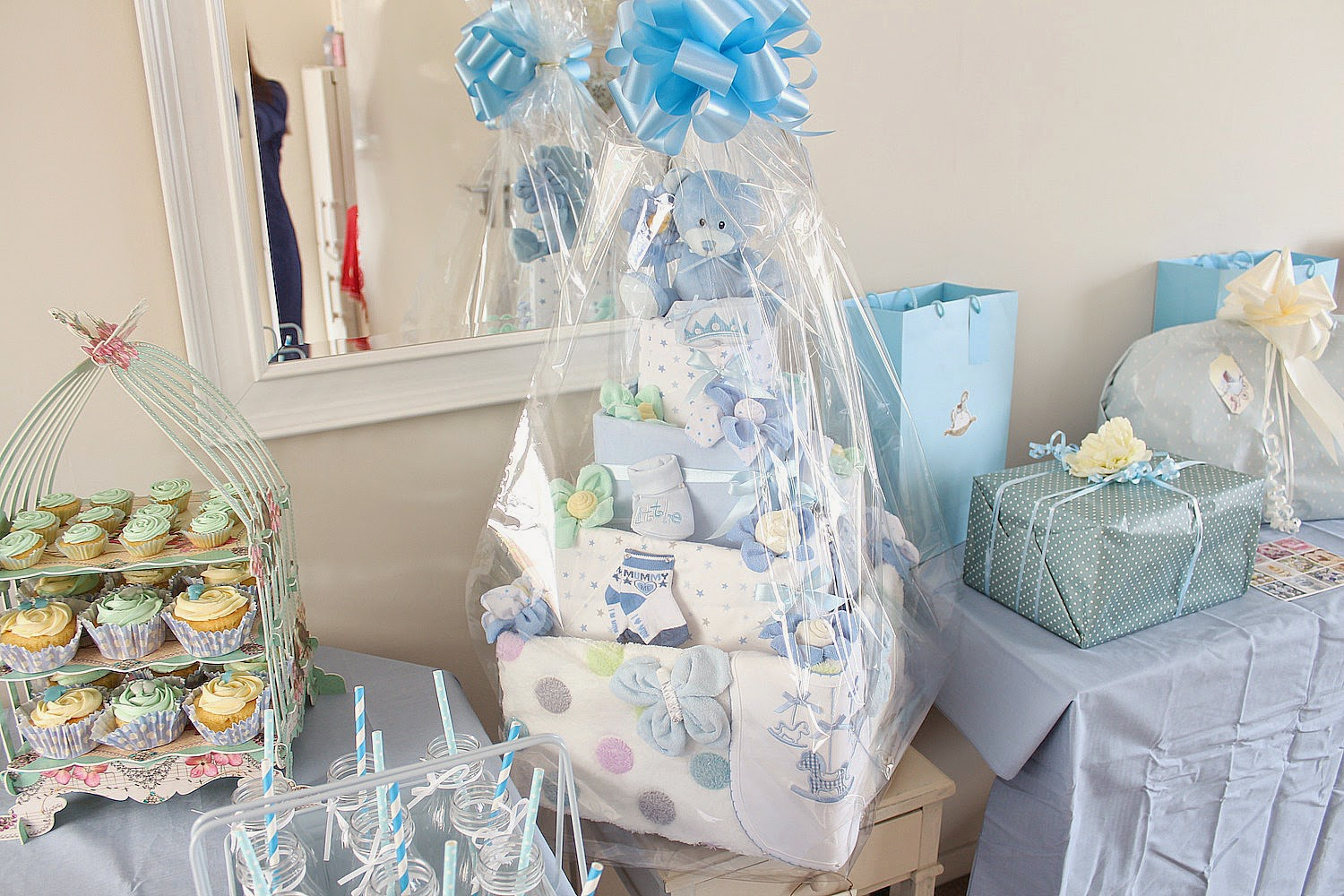 Baby Shower Presents ~ The baby shower dolly bow bow fashion and beauty