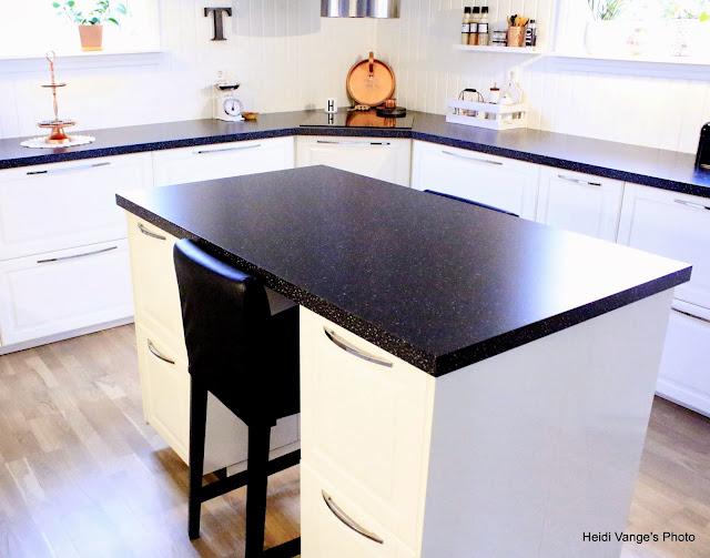 Hvite Blonder Og Myke Karameller: Større kjøkkenøy, bedre løsning :)