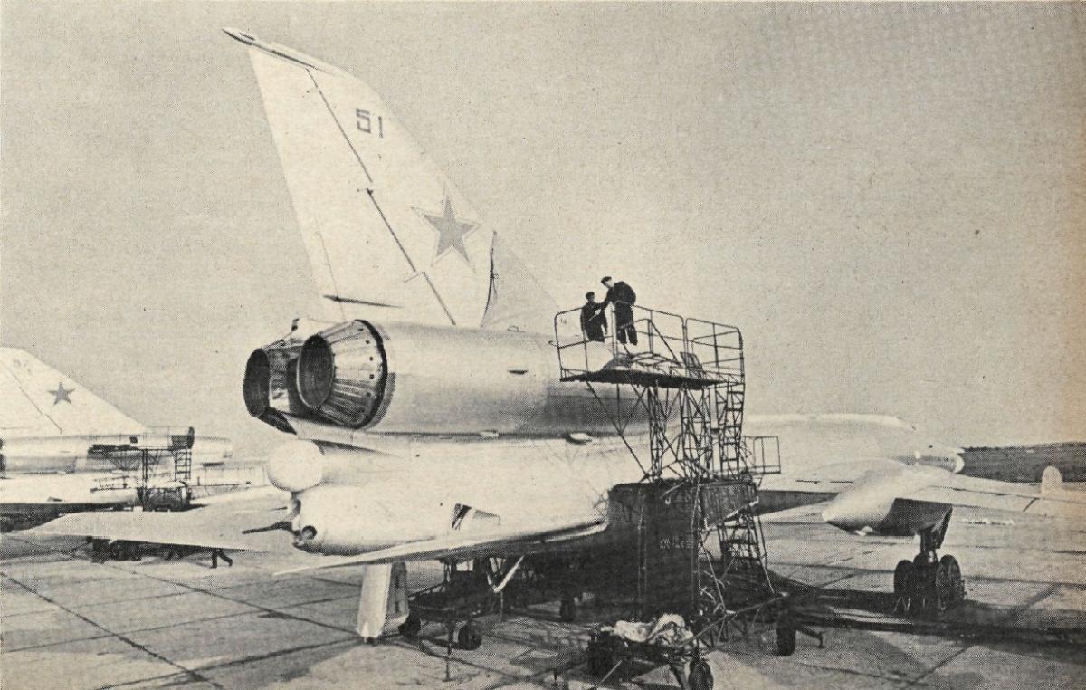 russie TU-22KD+51+341+TBAP+MANTENIMIENTO