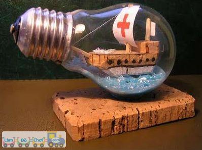 thuyền trong bóng đèn