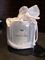 bolsa para guardar el papel higiénico en el hotel W