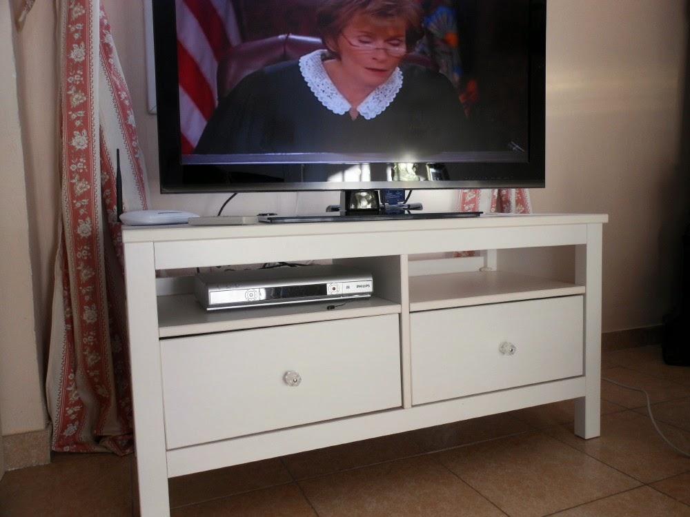 digame for sale a white ikea hemnes tv cabinet. Black Bedroom Furniture Sets. Home Design Ideas