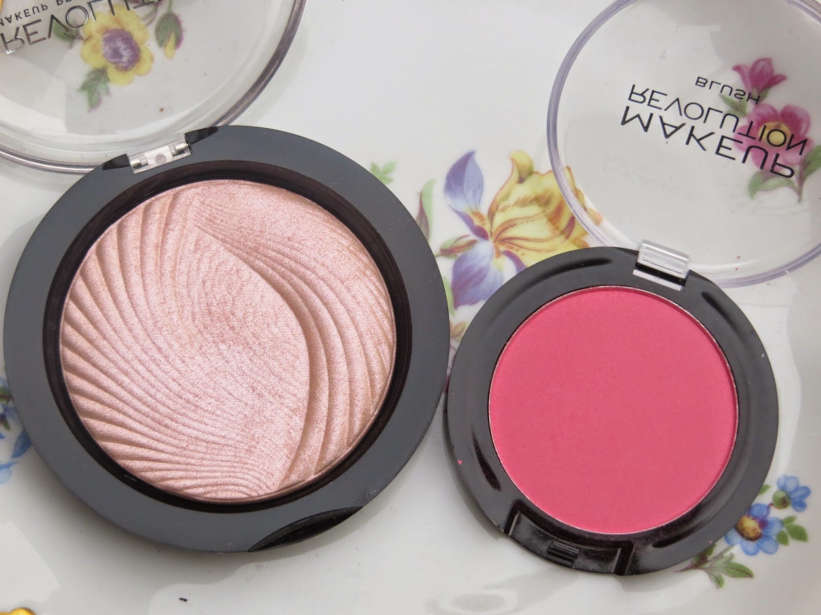 makeup revolution, blusher, pink, hot, swatch, powder, review, treat, coral, highlighter, shimmer, pretty, blogger, cheap