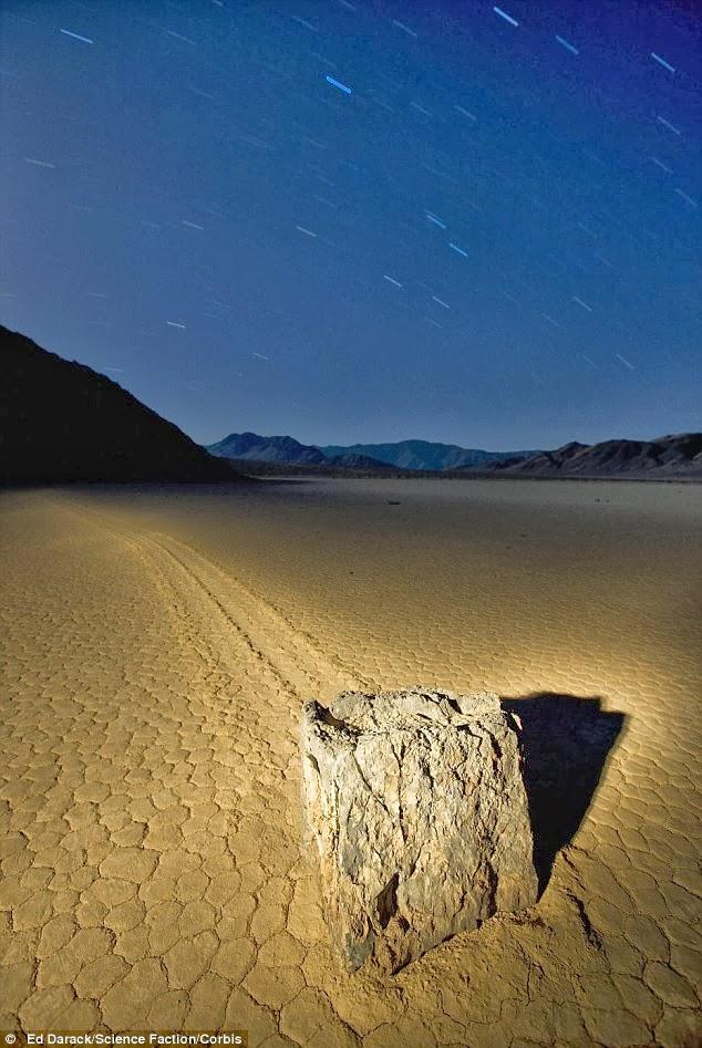 death-valley-sailing-stones