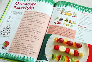 Wnętrze książki, przepis na owocowe szaszłyki