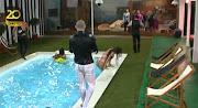 A concorrente brasileira Kelly Baron mostrou mais do que aquilo que . (kelly barom nua)