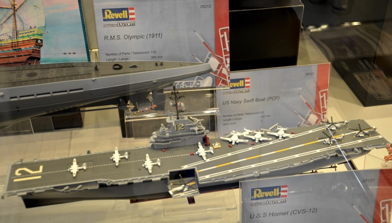 Limited 1 72 China J 15 Flying Shark On Aircraft Carrier Liaoning Cast Plane