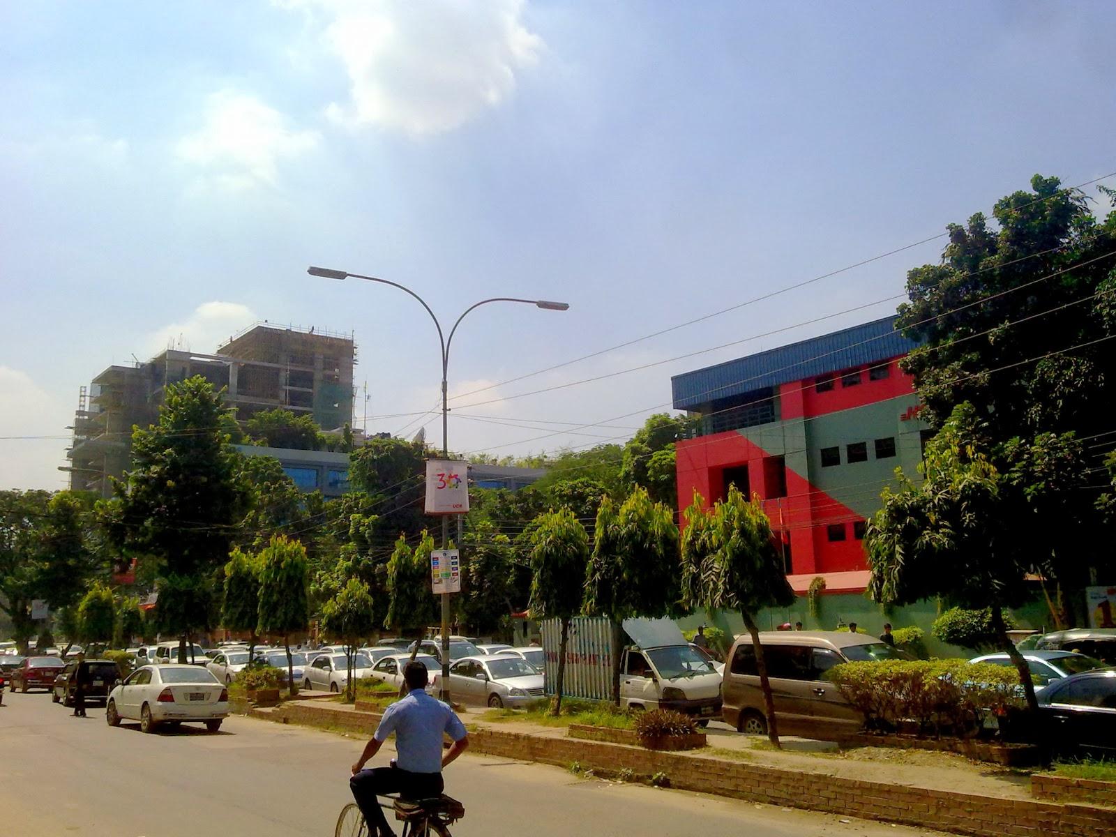 Gulshan Avenue in Dhaka