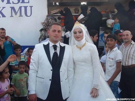 http://asalasah.blogspot.com/2015/08/pengantin-turki-ini-undang-4000.html