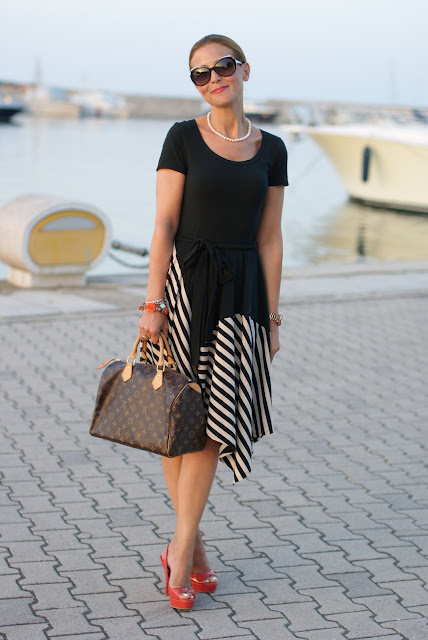 Donna Karan New York dress, Louis Vuitton Speedy 30 monogram, summer striped dress, summer bon ton look, Fashion and Cookies