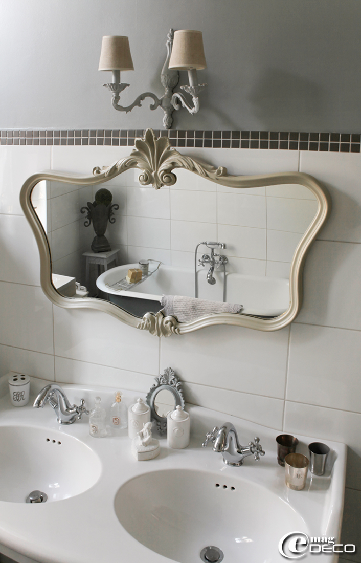 Sur un air gustavien e magdeco magazine de d coration for Salle de bain style antique