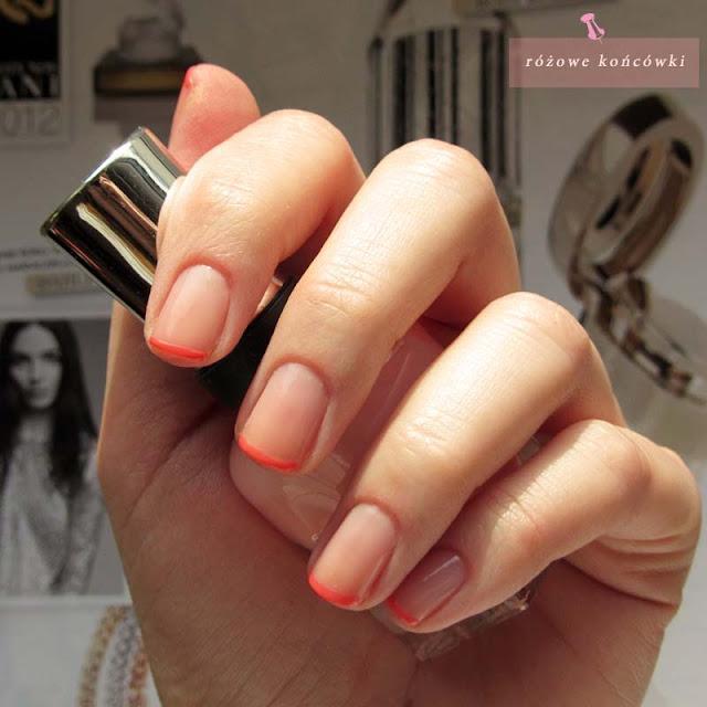 Różowe końcówki na paznokciach
