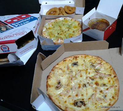 Makan malam pizza domino bersama adibah karimah, a premium beautiful top agent