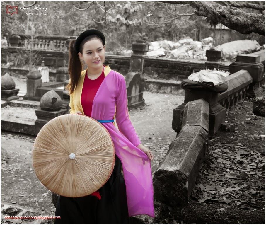 Thiếu nữ Huế xinh đẹp với áo tứ thân 7
