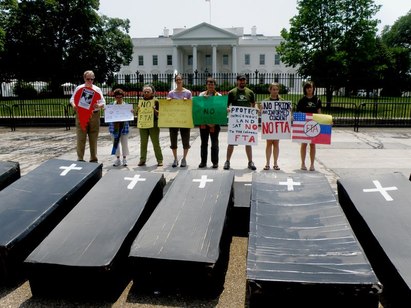 51 Coffins In Front Of The White House Protesting The Free Trade